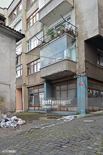 CONTENT] Ganita Sokak Trabzon Turkey Türkiye apartment water street