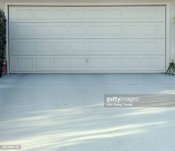 garage door and driveway - driveway stock pictures, royalty-free photos & images