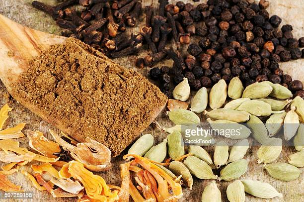 garam masala, mace, cardamom and black peppercorns - garam masala stock photos and pictures