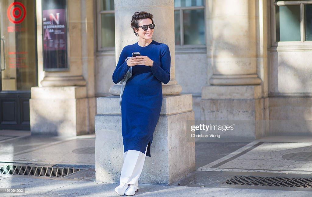 Street Style - Paris Fashion Week - Womenswear Spring/Summer 2016 : Day Four : ニュース写真