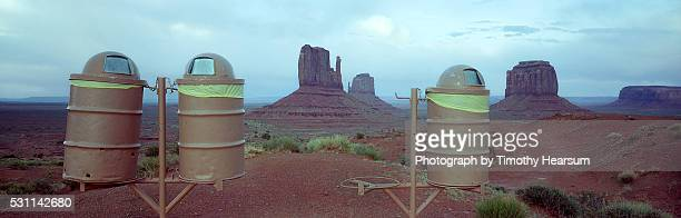 garbage cans in front of mitten buttes - timothy hearsum - fotografias e filmes do acervo