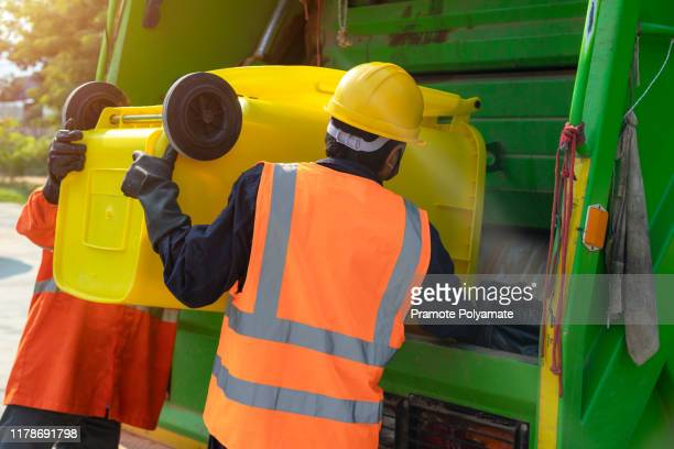 [garbage collector] asian worker of urban municipal recycling garbage collector truck loading waste and trash bin in thailand, trash keeper. - eboueur photos et images de collection