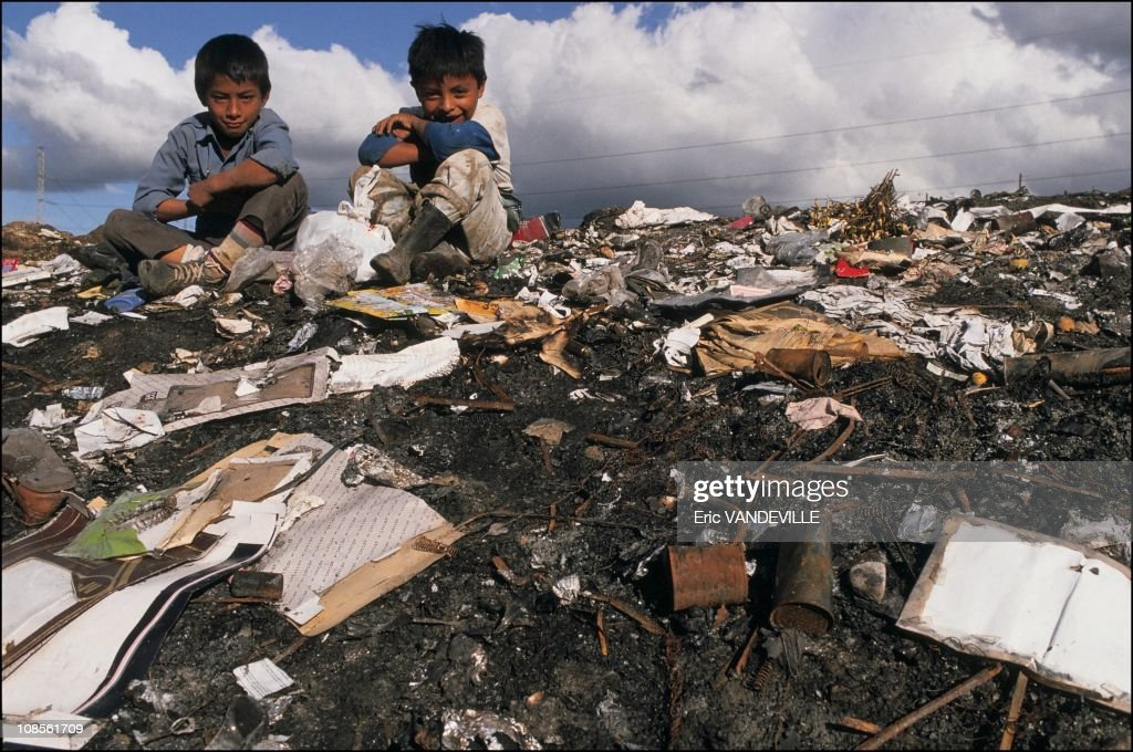 "The ""Street Kids"" in Guatemala Ciudad, Guatemala in December, 1990. : News Photo"