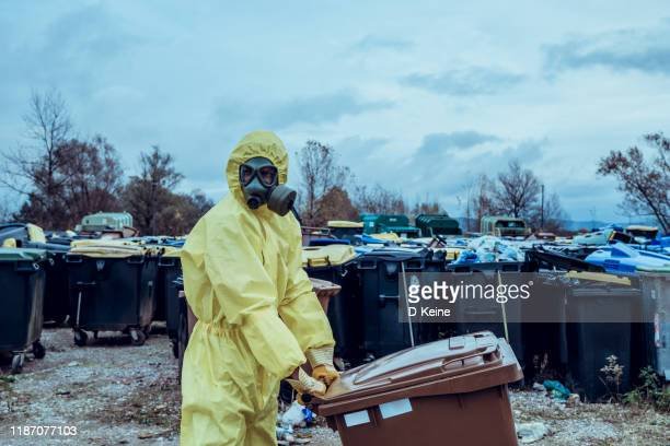 garbage dump - epidemic stock pictures, royalty-free photos & images