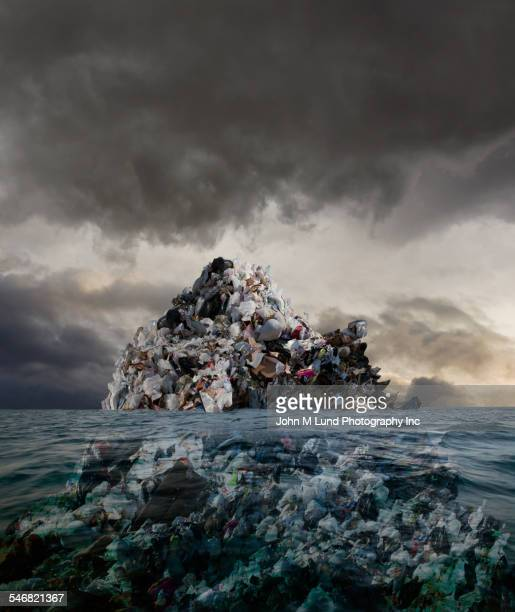 garbage mound floating in stormy sea - plastic stockfoto's en -beelden