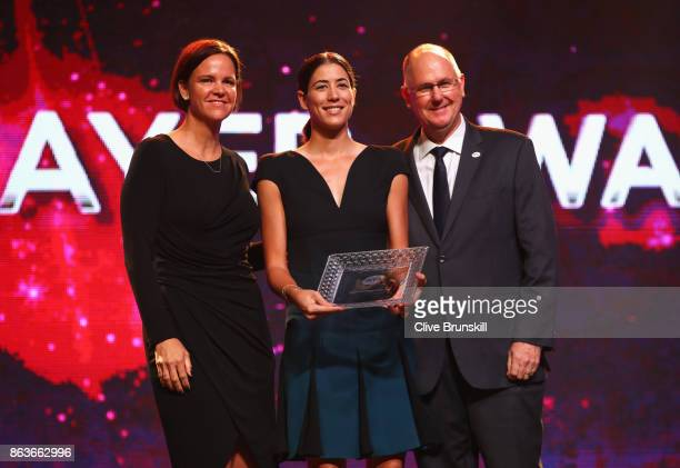 Garbine Muguruza of Spain poses with the 2017 WTA Player of the Year award with WTA Finals Legend Ambassador Lindsay Davenport of the United States...