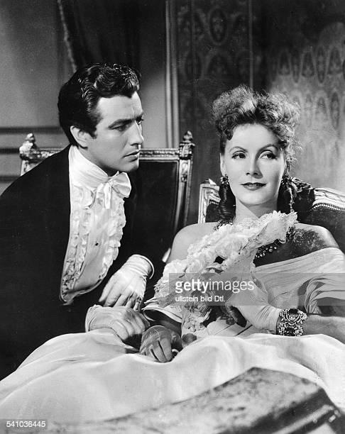 Garbo Greta *Schauspielerin Schweden als 'Margeruite Gautier' mit Robert Taylor als 'Armand Duval' in dem Film 'Die Kameliendame' Regie George Cukor...