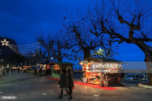 garda at christmas, italy - mere noel stock pictures, royalty-free photos & images