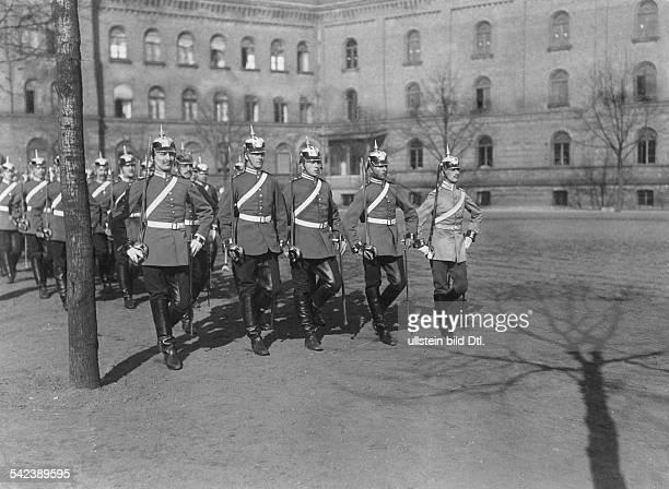 1 Garde Dragoner Regiment beim Exerzieren1905
