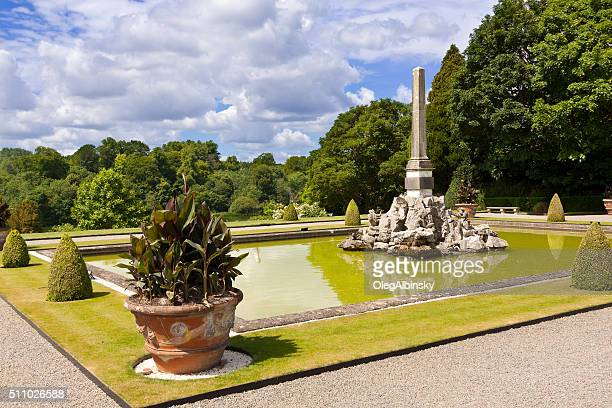 garden and fountain at blenheim palace, woodstock, oxfordshire, england, uk. - blenheim palace stock pictures, royalty-free photos & images