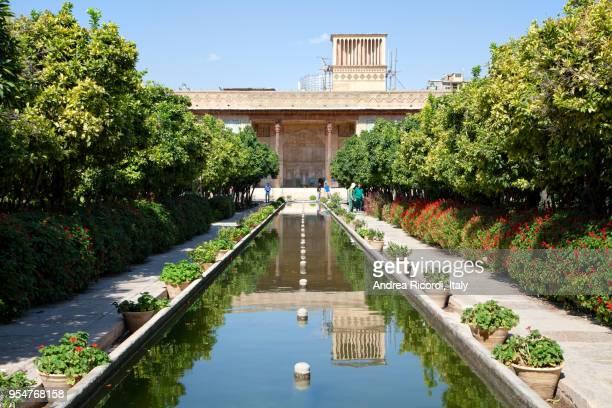 garden at karim khan citadel, shiraz, iran - shiraz fotografías e imágenes de stock