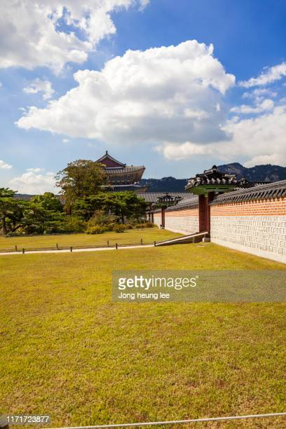 a garden inside gyeongbokgung palace - jong heung lee stock pictures, royalty-free photos & images