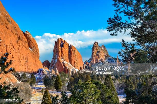 garden of the gods park and pikes peak - garden of the gods stock photos and pictures