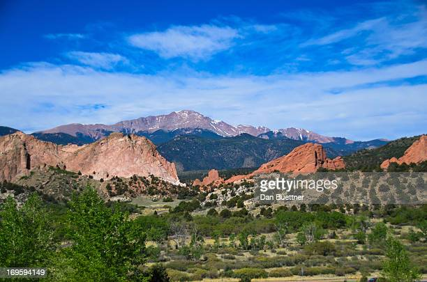 garden of the gods with pikes peak - garden of the gods stock photos and pictures