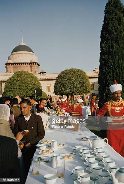 Garden party in the Mughal Gardens of the Rashtrapati Bhavan, the presidential palace in New Delhi, Delhi, India, circa 1965.