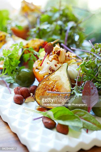 Garden salad with figs and hazelnuts