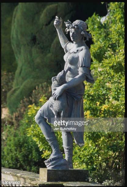 garden sculpture at powis castle - ウェルシュプール ストックフォトと画像