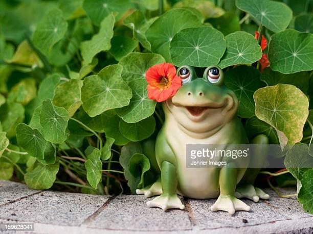 Garden toad figurine