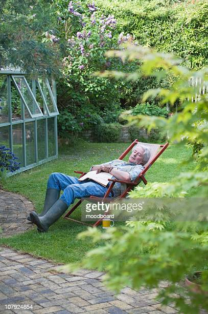 gardener sleeps on deckchair in back garden - streatham stock pictures, royalty-free photos & images
