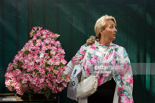 A gardening enthusiast leaves the Chelsea Flower Show at Royal Hospital Chelsea on May 24 2014 in London England The Royal Horticultural Society...