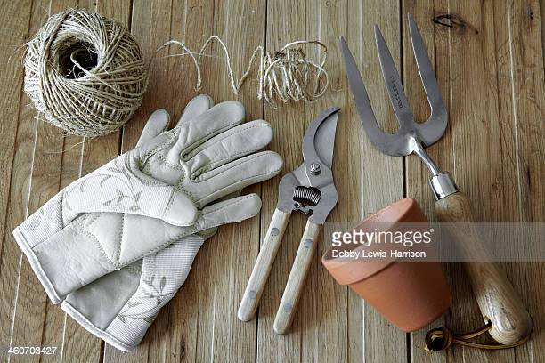 gardening tools, still life - gardening equipment stock pictures, royalty-free photos & images