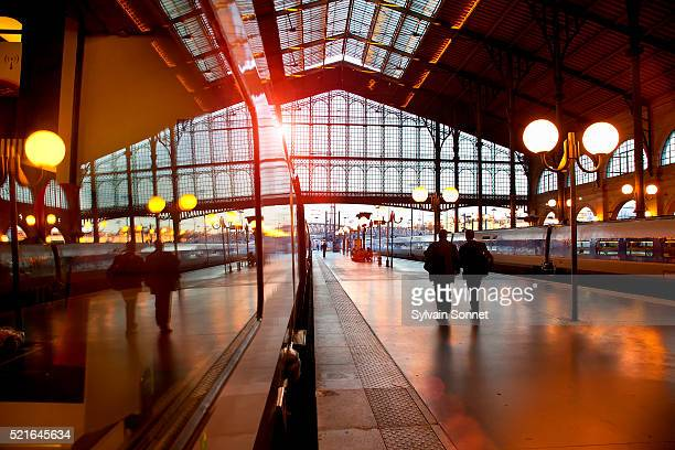 gare du nord - gare du nord stock pictures, royalty-free photos & images