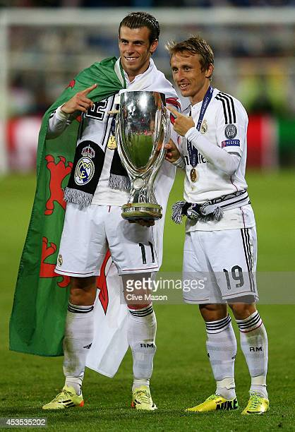 Gareth Bale and Luka Modric of Real Madrid pose with the trophy following their team's 20 victory during the UEFA Super Cup between Real Madrid and...