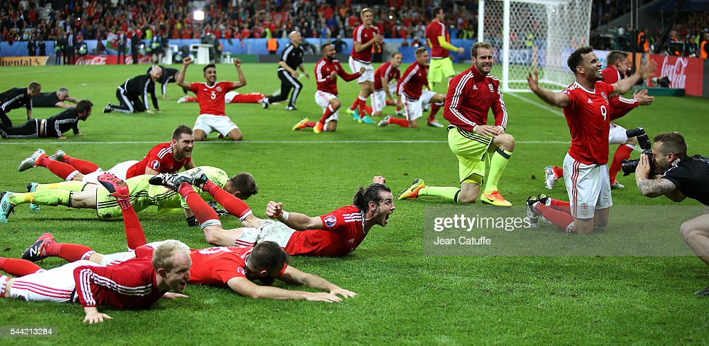 Gareth Bale, Hal Robson-Kanu of Wales and teammates celebrate the victory following the UEFA Euro 2016 quarter final match between Wales and Belgium at Stade Pierre-Mauroy on July 1, 2016 in Lille, France.