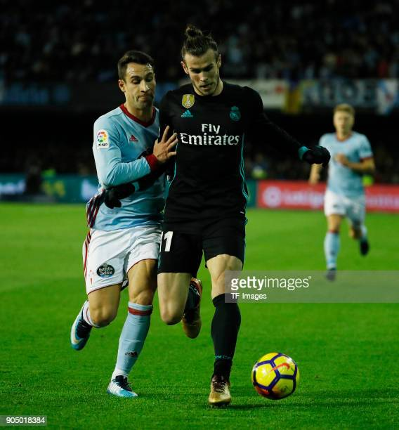 Gareth Bale of Real Madrid and Hugo Mallo of Celta Vigo battle for the ball during the La Liga match between Celta de Vigo and Real Madrid at Estadio...