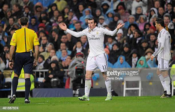 Gareth Bale of Real Madrid argues with referee Antono Miguel Mateu Lahoz during the Copa del Rey Round of 16 Second leg match between Real Madrid and...