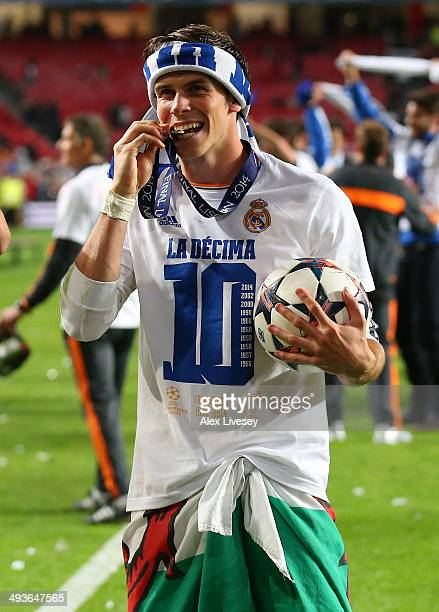 Gareth Bale of Real Madrid ceelbrates victory in front of the fans during the UEFA Champions League Final between Real Madrid and Atletico de Madrid...