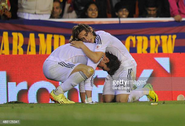 Gareth Bale of Real Madrid celebrates with Luka Modric after scoring Real's 2nd goal during the Copa del Rey Final between Real Madrid and Barcelona...
