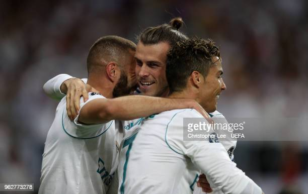 Gareth Bale of Real Madrid celebrates with teammates after scoring his sides second goal during the UEFA Champions League Final between Real Madrid...