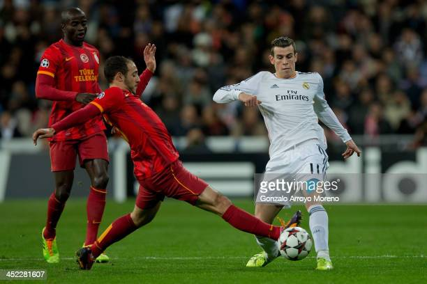 Gareth Bale of Real Madrid CF competes for the ball with Nordin Amrabat of Galatasaray AS during the UEFA Champions League group B match between Real...