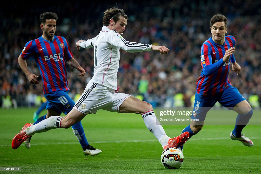 Gareth Bale (2ndL) of Real Madrid CF competes for the ball with Tono Garcia (R) of Levante UD and his teammate Ruben Garcia Santos (L) during the La Liga match between Real Madrid CF and Levante UD at Estadio Santiago Bernabeu on March 15, 2015 in Madrid, Spain.