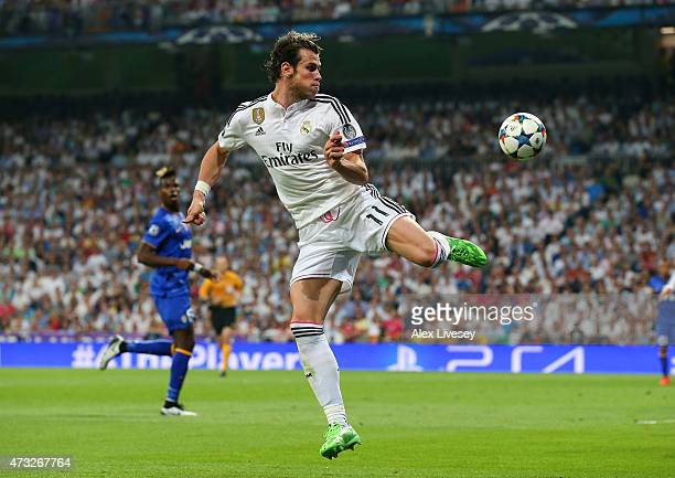 Gareth Bale of Real Madrid CF controls the ball during the UEFA Champions League Semi Final second leg match between Real Madrid CF and Juventus at...