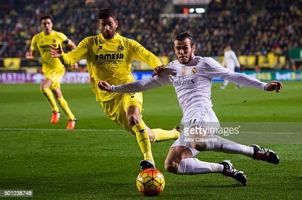 Gareth Bale of Real Madrid CF passes the ball next to Mateo Pablo Musacchio of Villarreal CF during the La Liga match between Villarreal CF and Real...