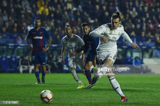 Gareth Bale of Real Madrid CF scores his team's second goal from the penalty spot during the La Liga match between Levante UD and Real Madrid CF at...