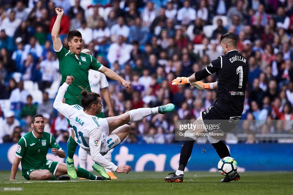 Gareth Bale of Real Madrid CF scores their opening goal during the La Liga match between Real Madrid CF and Deportivo Leganes at Estadio Santiago Bernabeu on April 28, 2018 in Madrid, Spain.