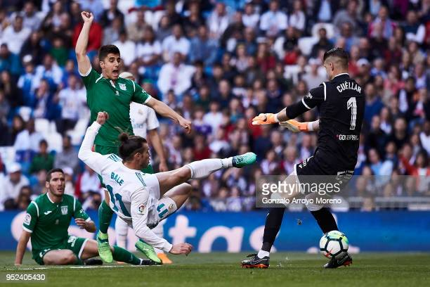 Gareth Bale of Real Madrid CF scores their opening goal during the La Liga match between Real Madrid CF and Deportivo Leganes at Estadio Santiago...