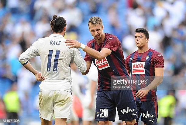 Gareth Bale of Real Madrid CF shakes hands with Florian Lejeune of SD Eibar afterReal drew 11 in the La Liga Match between Real Madrid CF and SD...