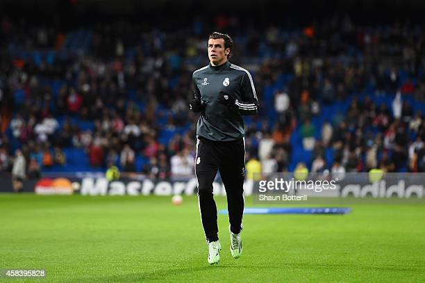 Gareth Bale of Real Madrid CF warms up prior to the UEFA Champions League Group B match between Real Madrid CF and Liverpool FC at Estadio Santiago...