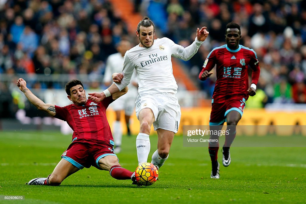 Gareth Bale of Real Madrid competes for the ball with Yuri Berchiche of Real Sociedad during the La Liga match between Real Madrid CF and Real Sociedad at Estadio Santiago Bernabeu on December 30, 2015 in Madrid, Spain.