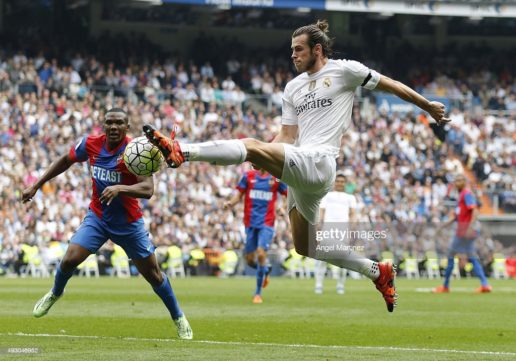 Gareth Bale of Real Madrid controls the ball during the La Liga match between Real Madrid CF and Levante UD at Estadio Santiago Bernabeu on October 17, 2015 in Madrid, Spain.