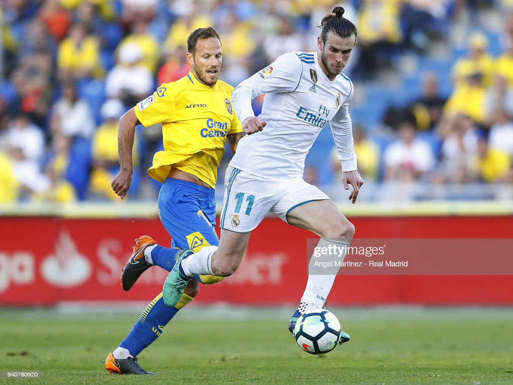 Gareth Bale of Real Madrid controls the ball during the La Liga match between UD Las Palmas and Real Madrid at the Gran Canaria stadium on March 31, 2018 in Las Palmas, Spain.