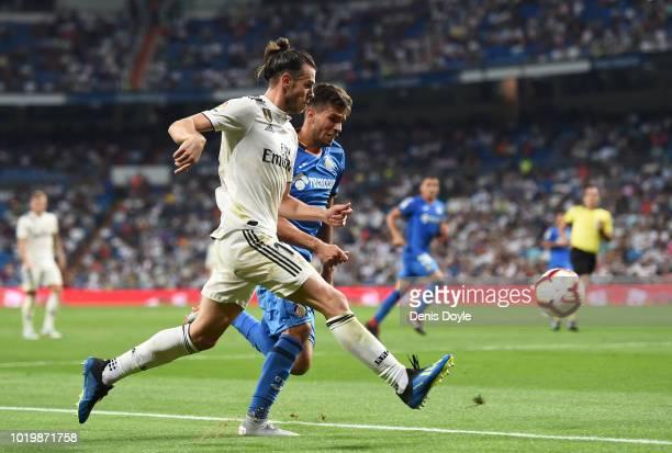 Gareth Bale of Real Madrid crosses the ball past Leandro Cabrera of Getafe during the La Liga match between Real Madrid CF and Getafe CF at Estadio...