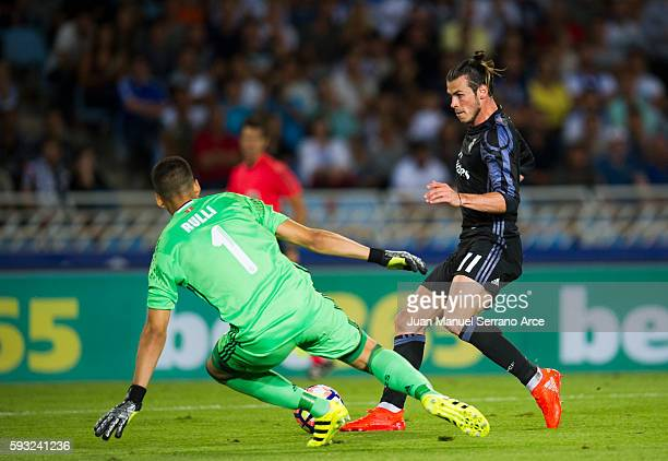 Gareth Bale of Real Madrid duels for the ball with Geronimo Rulli of Real Sociedad during the La Liga match between Real Sociedad de Futbol and Real...