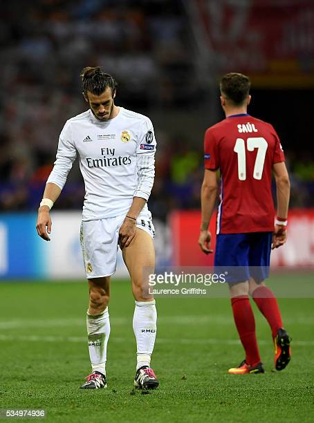 Gareth Bale of Real Madrid holds his leg as he struggles with injury during the UEFA Champions League Final match between Real Madrid and Club...