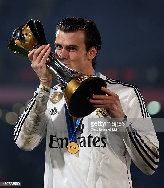 Gareth Bale of Real Madrid kisses the trophy following the FIFA Club World Cup Final match between Real Madrid CF and San Lorenzo at Marrakech...