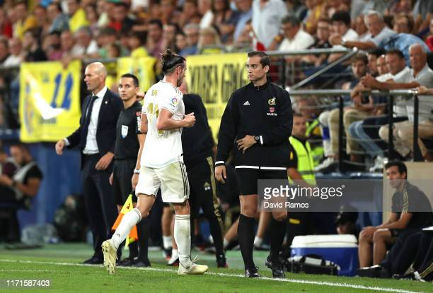 Gareth Bale of Real Madrid leaves the pitch after being shown a red card during the Liga match between Villarreal CF and Real Madrid CF at Estadio de...
